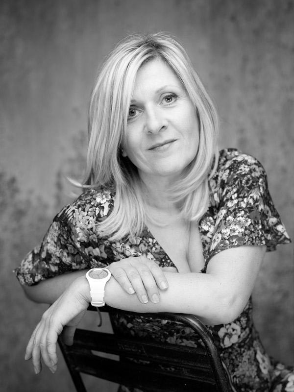 Lysiane Crespin, art-thérapeute, praticienne EFT et Access Bars à Vannes et à Ploeren dans le Morbihan.